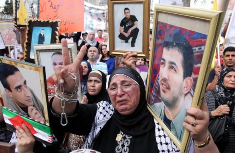Palestinian woman protesting in Ramllah_2