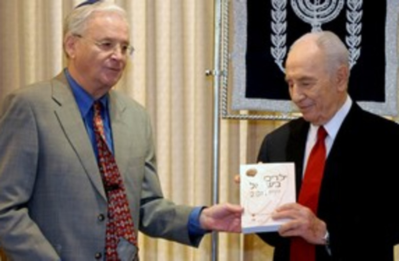 President Shimon Peres and Dr. Yitzchak Kadman 311 (photo credit: Courtesy/National Council for the Child)