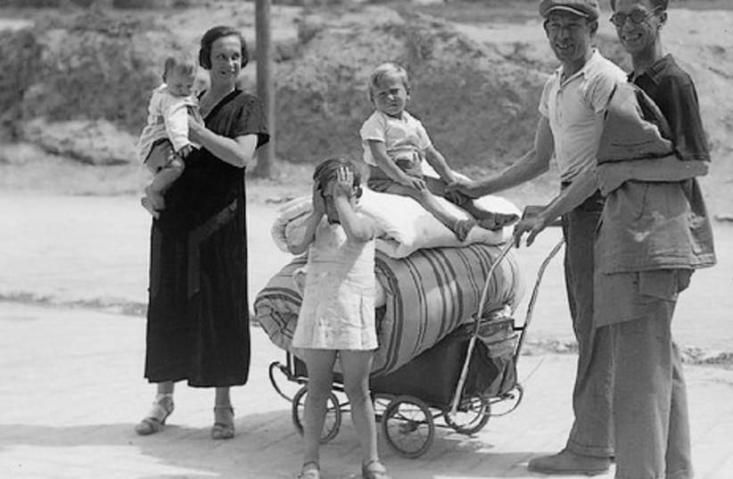 Jews evacuating Jaffa, 1936