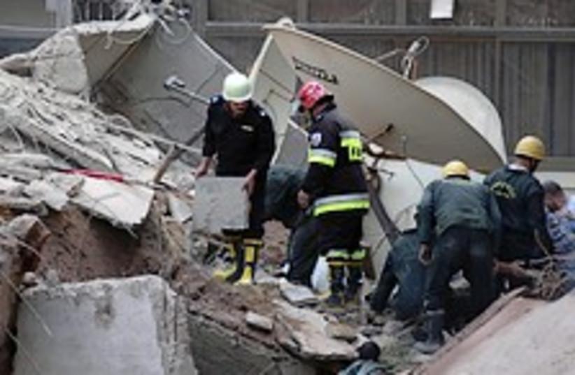 egypt building collapse  (photo credit: AP)