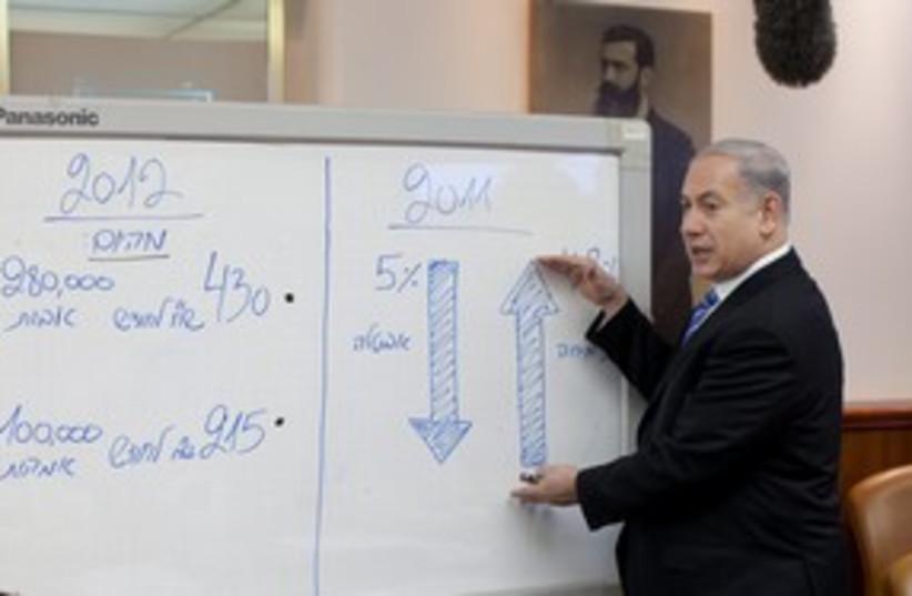 Netanyahu at cabinet meeting 311 (photo credit: Emile Solomon / Pool / Haaretz)