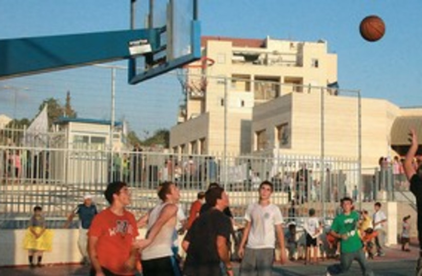 Beit Shemesh basketball game_311 (photo credit: Marc Israel Sellem)