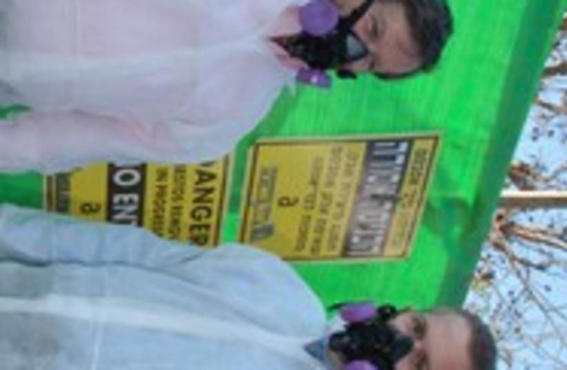 Erdan asbestos removal 311 (photo credit: Nahariya Municipality)