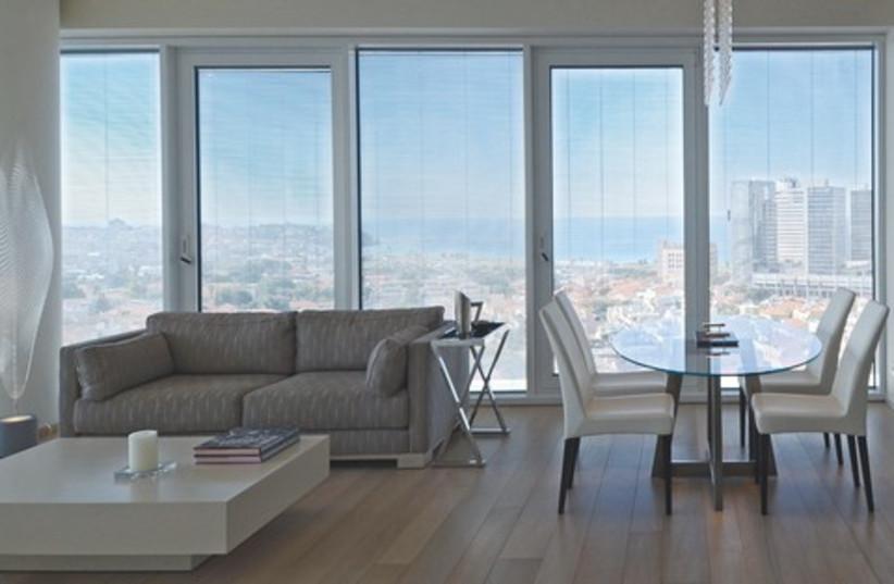 home apartment light windows 521 (photo credit: Gloria Deutsch)