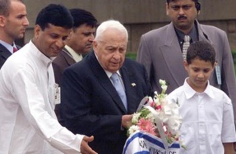 Ariel Sharon places a wreath for Mahatma Gandhi 311 (photo credit: Reuters)
