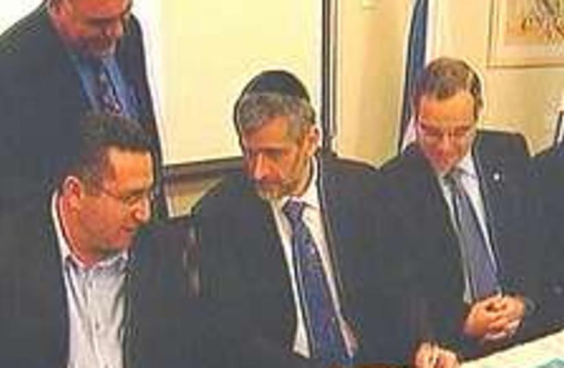 Yishai pensions 224.88 (photo credit: Channel 2)