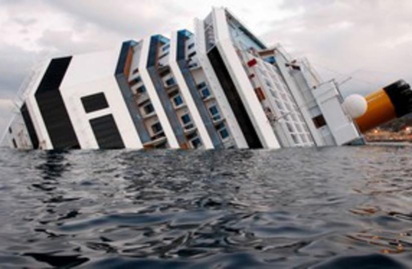 The Costa Concordia cruise ship 311 (R) (photo credit: REUTERS/ Max Rossi)
