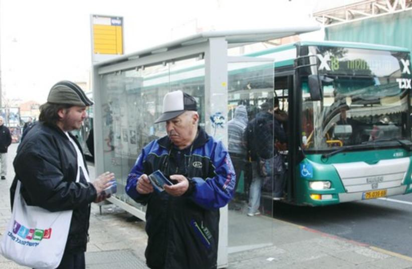 Bus changes 521 (photo credit: Marc Israel Sellem)