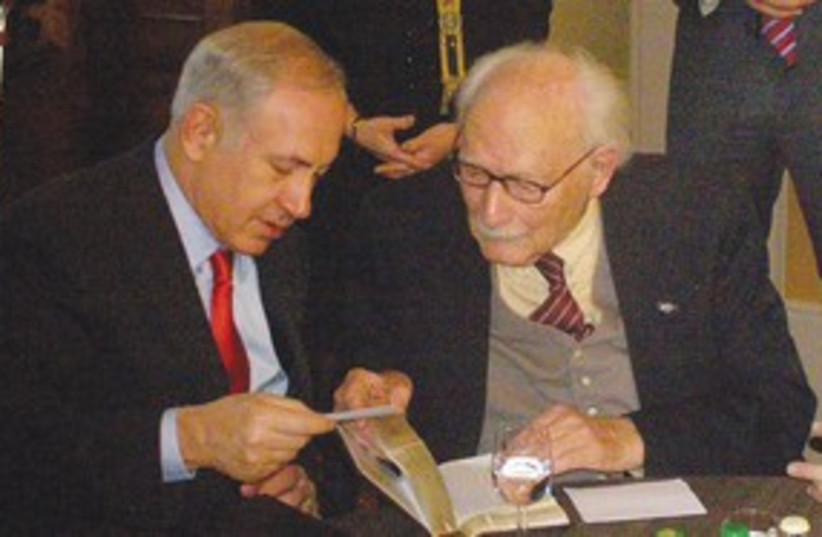 Netanyahu meets with Johan Van Hulst 311 (photo credit: Muriel Leeuwin)