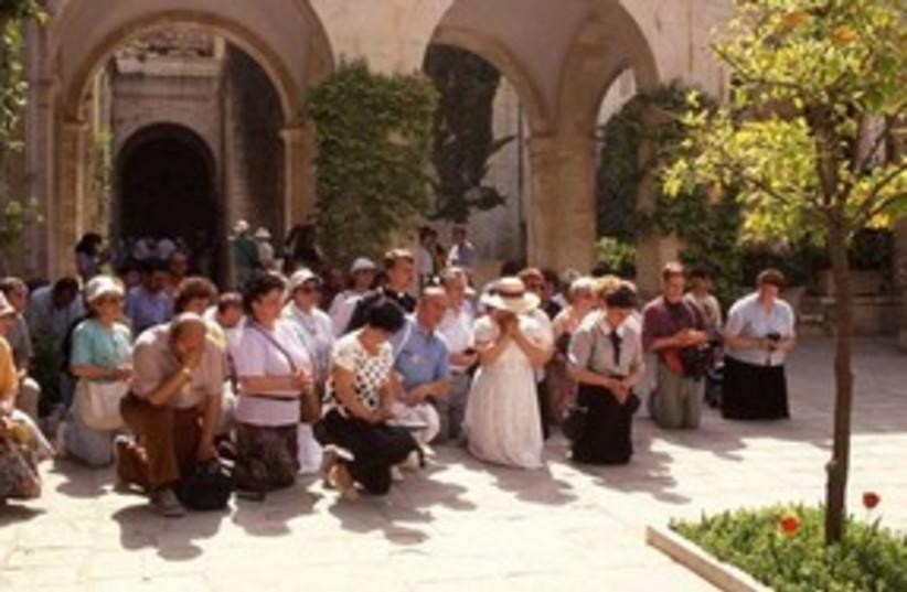 Christians praying in Jerusalem 311 (photo credit: Travelujah)