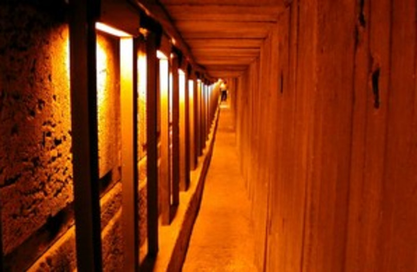 Kotel Tunnels 311 (photo credit: BiblePlaces.com)