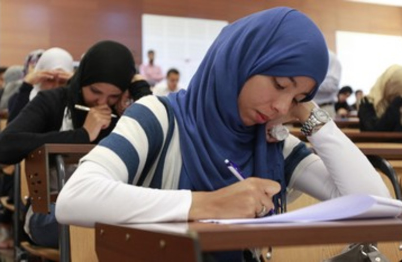 Arab students 390 (photo credit: REUTERS)