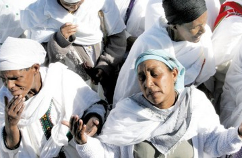 Ethiopian women grieve after domestic murder 390 (photo credit: Ariel Jerozolimski)