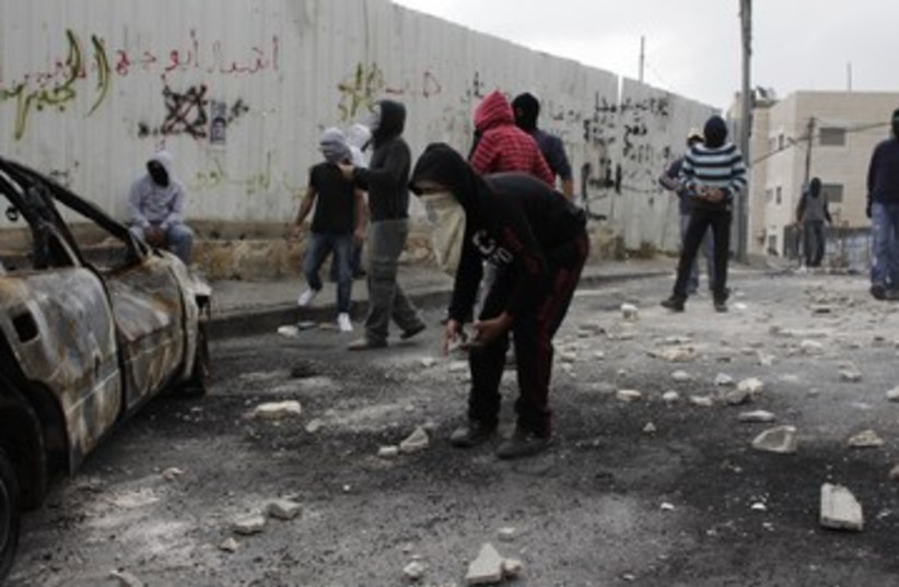 Clashes in Issawiya 390 (photo credit: REUTERS/Ammar Awad)