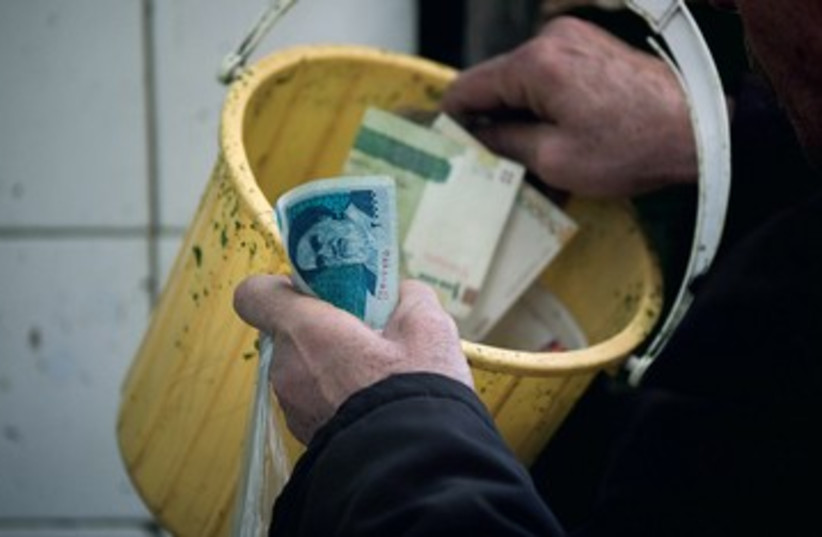 Iranian rial 390 (photo credit: Reuters)