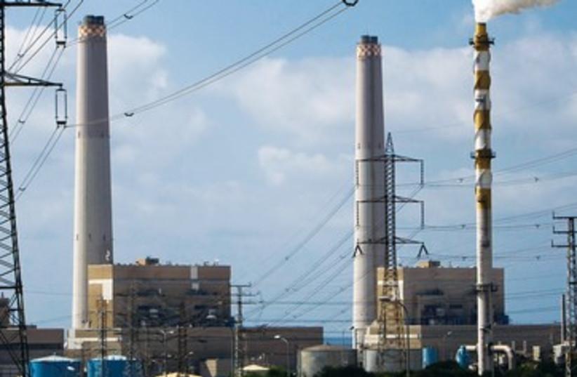 Ashdod power plant 390 (photo credit: Amir Cohen/Reuters)