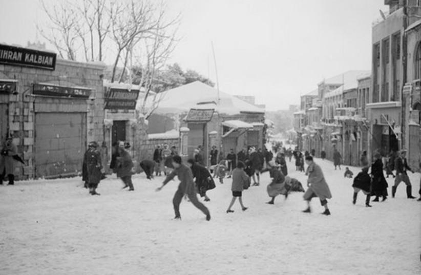 """""""Snowballing on Jaffa Road"""" in Jerusalem in 1942"""