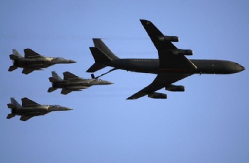 IAF F-15s refueling midflight 390 (R) (photo credit: Baz Ratner / Reuters)