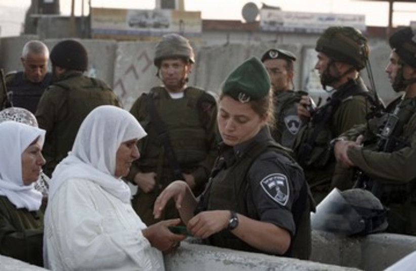 IDF checkpoint 390 (photo credit: REUTERS)
