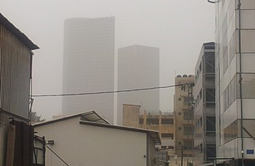 Tel Aviv in Dust Storm_390 (photo credit: Elana Kirsh)