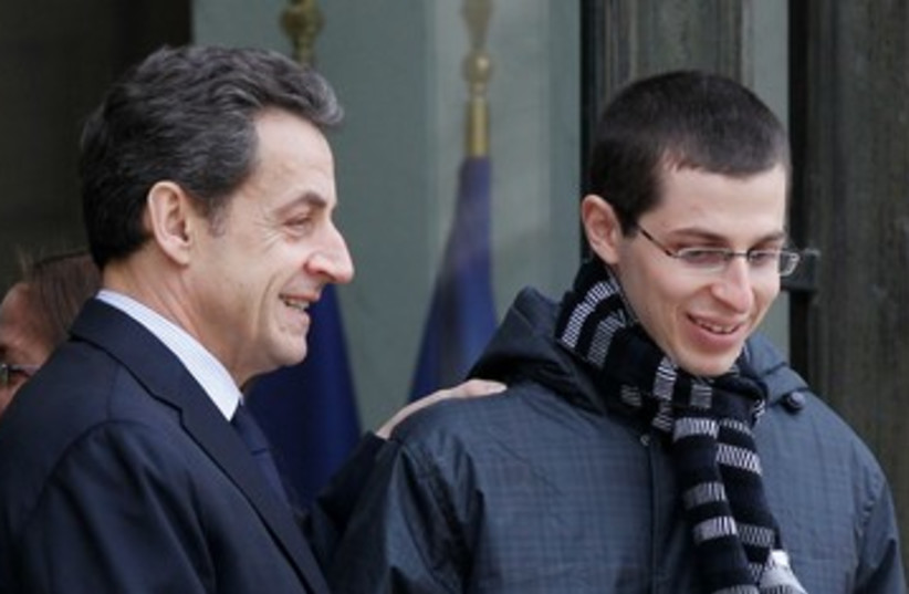 Gilad schalit and Sarkozy 390 (photo credit: REUTERS)