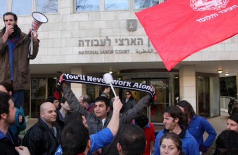 Demonstration in front of Labor Court 390 (photo credit: Marc Israel Sellem)