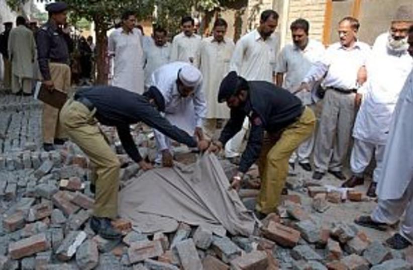 pakistan quake body 298  (photo credit: AP)