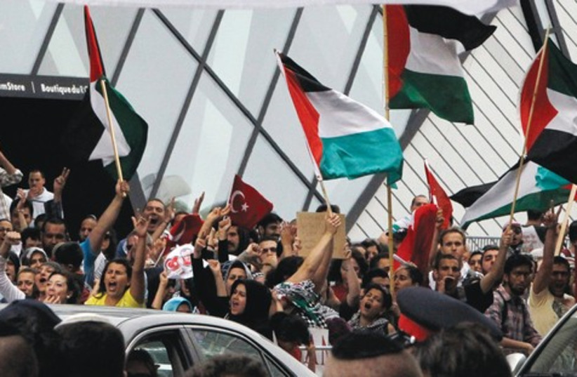 Pro-Palestinian supporters 521 (photo credit: Reuters)