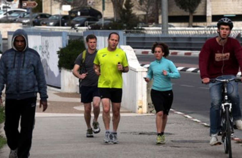 Melanie Lidman, Nir Barkat running 150 (photo credit: Marc Israel Sellem)