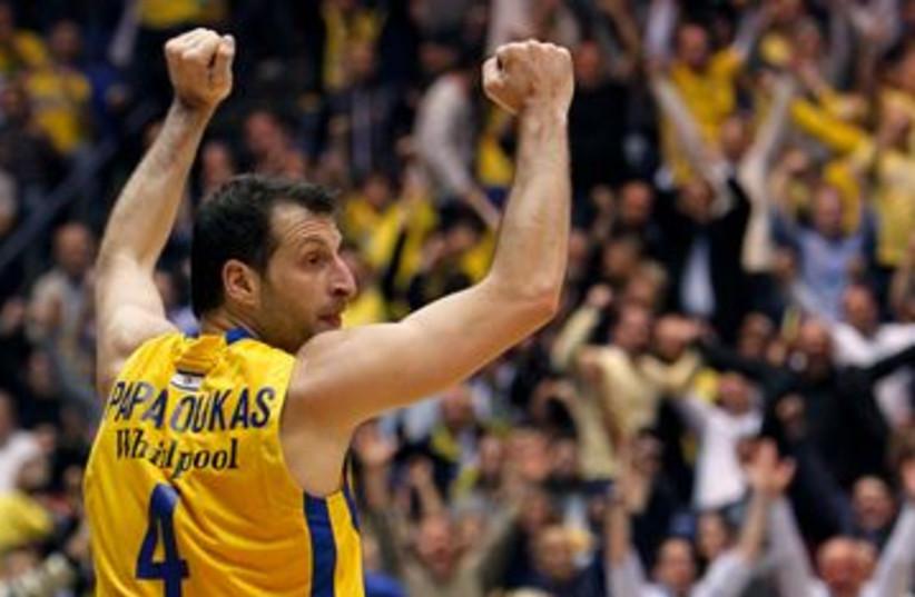 Maccabi Tel Aviv's Theo Papaloukas 390 (photo credit: REUTERS)