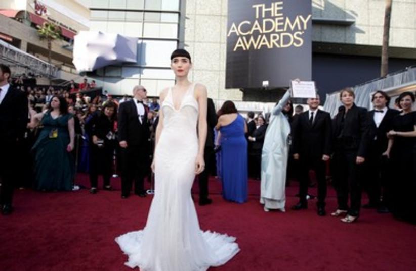 Oscar red carpet heats up as stars arrive