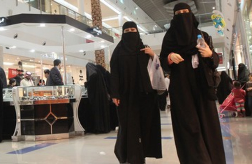 Saudi women shop at Al-Hayatt mall in Riyadh 390 (photo credit: REUTERS)