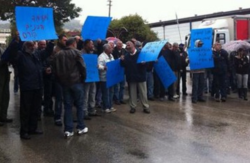 protesting workers at Pri Hagalil factory_390 (photo credit: Channel 10 )