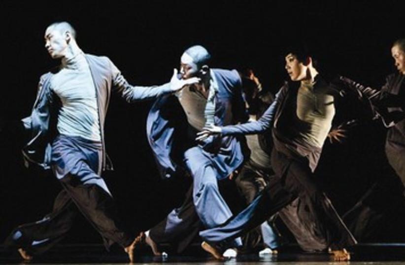 Choe Contemporary Dance Company 390 (photo credit: Bong-Ju Park)