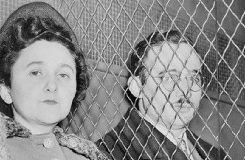 Julius and Ethel Rosenberg leave courthouse 390 (photo credit: Library of Congress Prints and Photographs Divisio)
