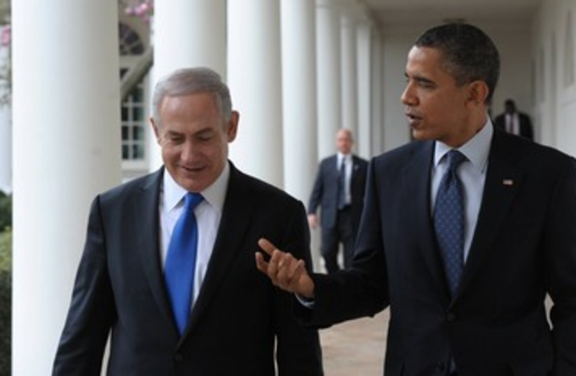 Netnayahu and Obama stroll in Whtie House 390 (photo credit: Amos Ben Gershom / GPO)