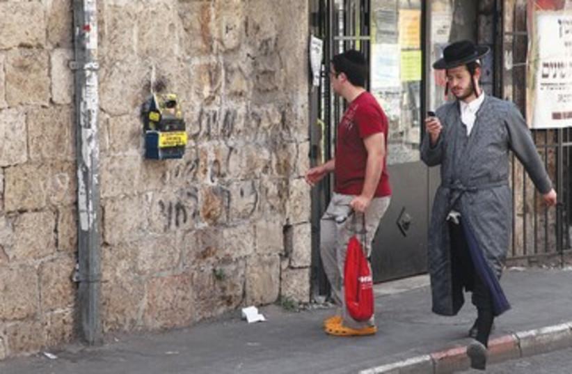 Haredi and secular in Mea Shearim 390 (photo credit: Marc Israel Sellem)