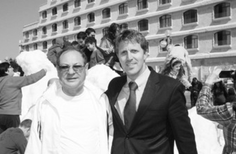 Ben Janover (in suit) and Benny Vaknin_370 (photo credit: Adi Israeli )