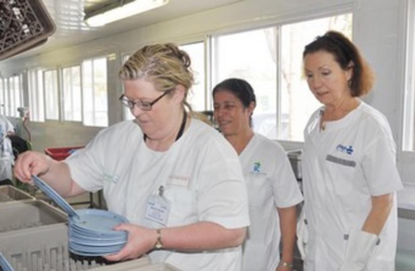 US VOLUNTEERS wash dishes at the Kaplan Medical Center 370 (photo credit: Courtesy Kaplan Medical Center)