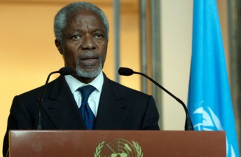 Annan gives a statement after his address to UNSC 370 (photo credit: reu)
