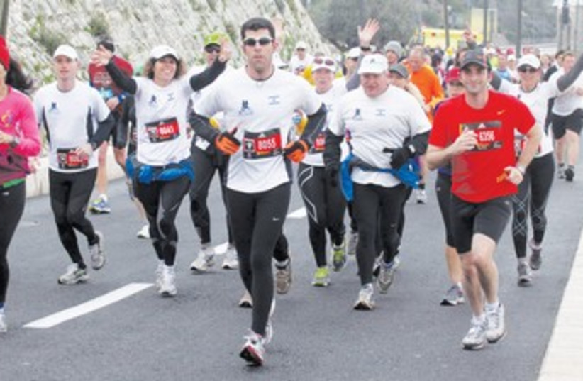 j'lem marathon, at jaffa gate_370 (photo credit: Marc Israel Sellem/The Jerusalem Post)
