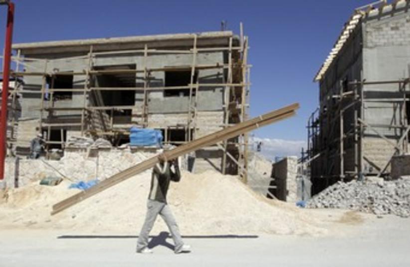 Palestinian laborer in Kedar_370 (photo credit: Ammar Awad/Reuters)
