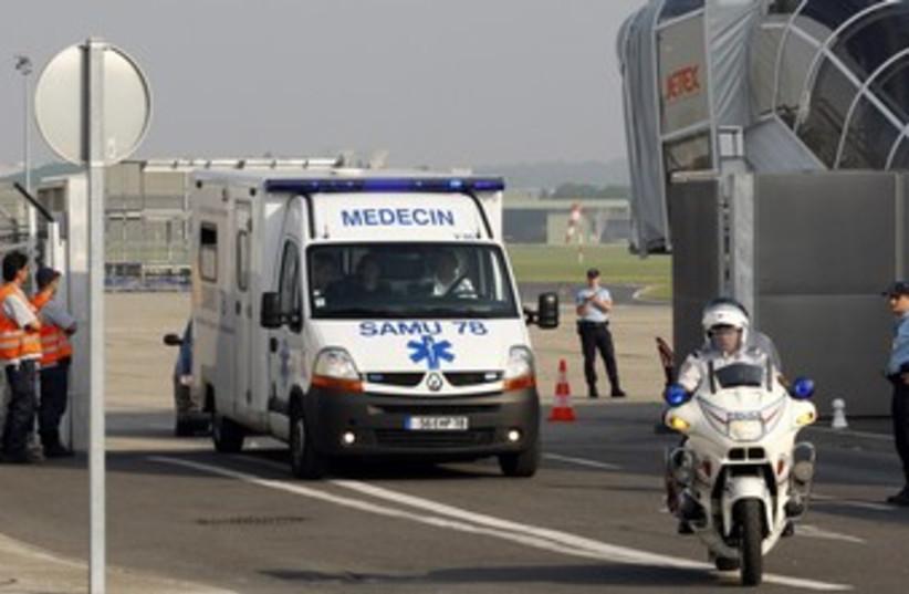 French ambulance 370 (photo credit: REUTERS/Benoit Tessier)