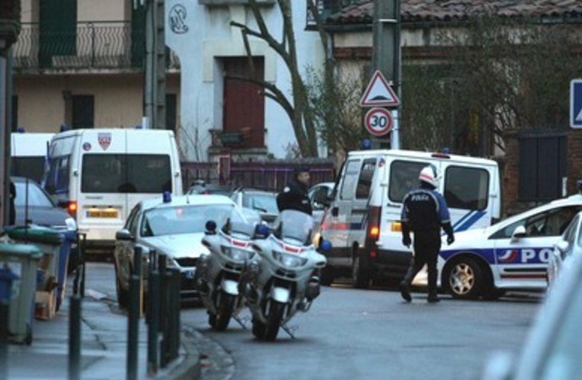 Police at the scene of Toulouse suspect shootout 390 EMBED R (photo credit: REUTERS/Pascal Parrot)