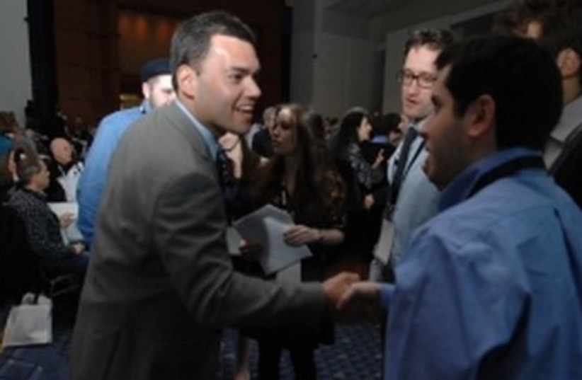 Peter Beinart meets students at J Street conference 370 (photo credit: J Street)