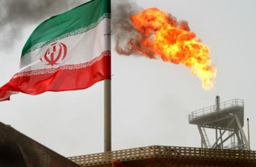 An oil platform at Iran's Soroush oil fields 390 (photo credit: REUTERS/Raheb Homavand)