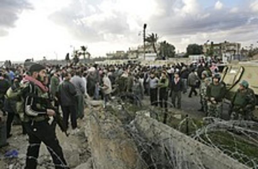 rafah crowd 224 88 (photo credit: )