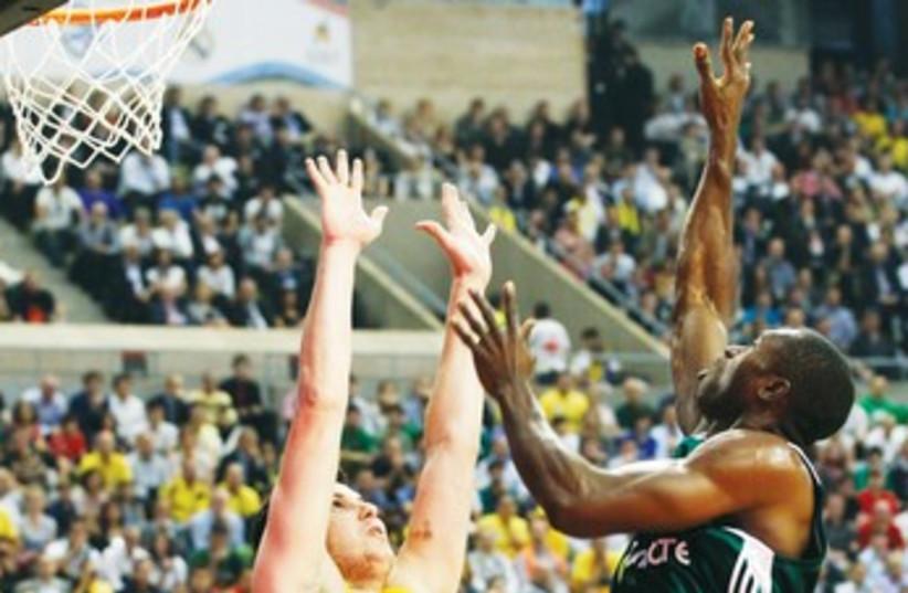 Maccabi 370 (photo credit: REUTERS)