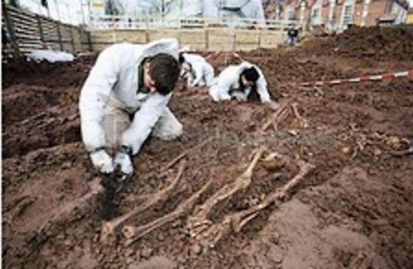 kassel mass grave 224.88 (photo credit: AP)