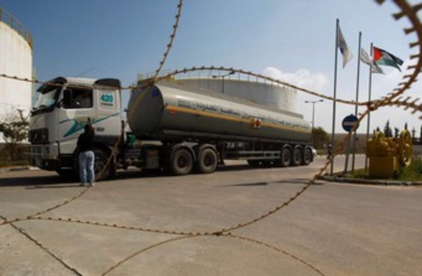 Fuel tanker arrives at plant in Gaza 370 (photo credit: REUTERS)